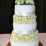 White-roses-cake